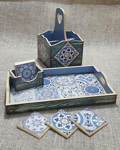 Artesanato em MDF: 80 ideias para você se inspirar [TUTORIAIS] – Keep up with the times. Decoupage Vintage, Decoupage Wood, Tile Crafts, Wood Crafts, Painted Trays, Creation Deco, Tile Projects, Diy Interior, Diy Box