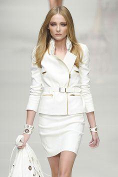 Blumarine Spring 2011. Para más de Moda y Tendencias visita www.tuguiafashion.com tu Asesora de Imagen Personal.