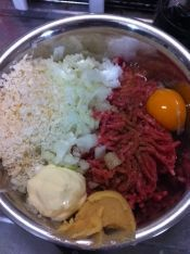 楽天が運営する楽天レシピ。ユーザーさんが投稿した「元店長がこっそり教えるびっくり◯ンキーのハンバーグ」のレシピページです。好評の為レシピを分かりやすくしました。分量を多少変更しました。(2013年3月)以前載せていたポテサラパケットはレシピID: 1590004701です。。ハンバーグ。【ハンバーグ材料】,牛豚合びき肉,豚ひき肉,玉ねぎ,パン粉,卵,塩,胡椒,マヨネーズ,合わせ味噌 Asian Recipes, Gourmet Recipes, Beef Recipes, Cooking Recipes, Healthy Recipes, New Cooking, Easy Cooking, Happy Foods, Cafe Food