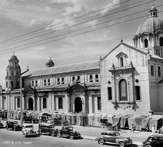 A view of people shopping at stalls in a court near the Quiapo Church. Date Photographed: Photographer: Carl Mydans. Old Pictures, Old Photos, Vintage Pictures, Great Places, Beautiful Places, Philippine Architecture, Philippines Culture, Manila Philippines, Philippine Holidays