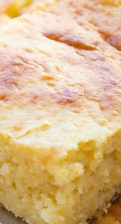 This Sour Cream Cornbread Recipe is the perfect accompaniment to your favorite bowl of chili. Cream Corn Bread, Sour Cream Cornbread, Sweet Cornbread, Cornbread With Creamed Corn, Jiffy Cornbread Recipes, Corn Recipes, Great Recipes, Favorite Recipes, Cornmeal Recipes