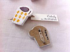陶土:まるまる模様のカップブローチ パーマネントイエロー | ハンドメイド、手作り作品の通販 minne(ミンネ)