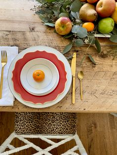 Day-Of Thanksgiving Centerpiece Idea (Emily A. Clark) Day-Of Thanksgiving Centerpiece Idea Simple Centerpieces, Thanksgiving Centerpieces, Holiday Gift Guide, Holiday Gifts, Dining Table Chairs, Happy Thanksgiving, Greenery, Garland, Tableware