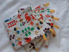 Lingettes grande taille motif renards et animaux de la forêt par 6 - Un grand marché Motifs, Gift Wrapping, Gifts, Fox Pattern, Changing Mat, Foxes, Gift Wrapping Paper, Presents, Wrapping Gifts