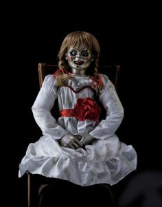 The conjuring 2 animatronic annabelle haunted horror movie prop puppet doll ooak Horror Movie Characters, Horror Films, Horror Art, Horror Movie Costumes, Scary Halloween Costumes, Halloween Horror, Halloween Prop, Outdoor Halloween, Annabelle Halloween