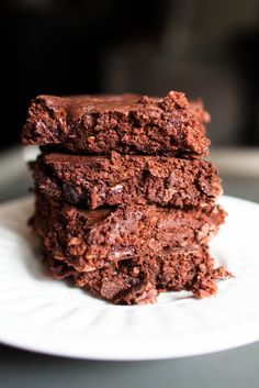 37 calorie brownies 3/4 cup nonfat greek yogurt 1/4 cup skim milk (use cashew milk) 1/2 cup Cocoa powder 1/2 cup Old fashioned rolled oats (like Quaker) 1/2 cup Truvia (or any natural/stevia based sweetener that pours like sugar) 1 egg(use 2 egg whites) (add 1 scoop protein powder), (add touch of maple extract), 1 teaspoon baking powder 1 pinch salt-Bake 18-20 minutes and don't cut until totally cooled.