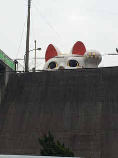 enormous Lucky Cat lives in Tokoname