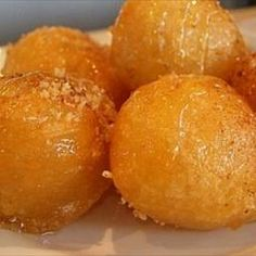 Greek Honey Puffs - Loukoumades Greek Honey Puffs - Loukoumades on BigOven: Loukoumades, one of my favourite Greek pastries, are sweet fritters (similar to doughnuts) that are deep fried till golden brown and served warm with a honey syrup, sprinkled with Greek Sweets, Greek Desserts, Köstliche Desserts, Greek Recipes, Delicious Desserts, Dessert Recipes, Yummy Food, Plated Desserts, Deep Fried Desserts