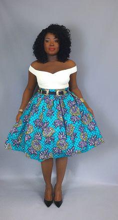 Jupe Midi w / poches et bande de taille 2.5. 100 % super Wax print. COULEURS: Turquoise DIMENSIONS: 27(de taille à l'ourlet) JUPE FIT: Le tour de taille est le facteur le plus important en termes de taille et en forme de cet article. La taille bien ajustée, encore assez lâche pour African Wear Dresses, African Wedding Dress, Latest African Fashion Dresses, African Inspired Fashion, Nigerian Men Fashion, African Attire, African Print Clothing, African Prints, African Fabric