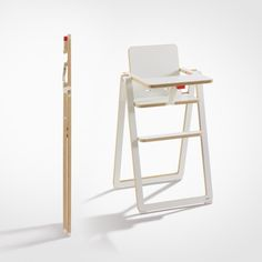 TO SIT (foldable highchair / Das Möbel)