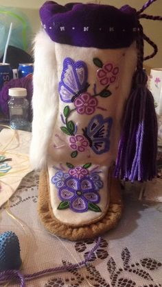 Ideas embroidery flowers pattern heart for 2020 Native Beading Patterns, Native Beadwork, Native American Beadwork, Beaded Jewelry Patterns, Embroidery Flowers Pattern, Beaded Embroidery, Flower Patterns, Flower Designs, Native American Clothing