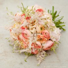 zita elze bouquet with peach ranunculus and hydrangea, blush astilbe and apricot eustoma, photo: julian winslow md s 0889_wm