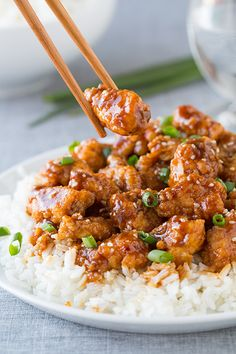 General Tso's Chicken – crispy and tender chicken coated in a sticky tangy sauce, totally addictive! This homemade General Tso Chicken takes about 20 minutes and is so much better than ordering Chinese takeout! Ww Recipes, Asian Recipes, Chicken Recipes, Cooking Recipes, Healthy Recipes, Recipies, Chinese Recipes, Healthy Foods, Cooking Tips