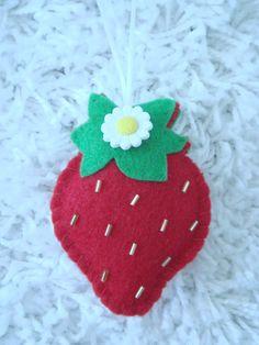 Felt strawberry ornament decoration flower daisy Strawberry Patch, Strawberry Shortcake, Felt Ornaments, Christmas Ornaments, Fun Projects, Girls Bedroom, Needlework, Burlap, Daisy
