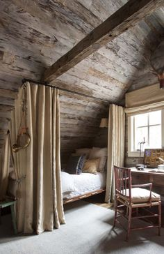 Haus Tour: Chic Sewanee Cabin Style - - Home Maintenance - No Make Up - Glasses Frames - Homecoming Hairstyles - Rustic House Cabin Chic, Cozy Cabin, Cabin Loft, Cabin Homes, Log Homes, Attic Bedrooms, Log Cabin Bedrooms, Attic Bedroom Designs, Cozy Corner