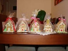 Εύκολη συνταγή για Χριστουγεννιάτικα σπιτάκια από πτι μπερ!   ediva.gr Christmas Cooking, Christmas Desserts, Christmas Art, Christmas Projects, Christmas Ornaments, Food To Make, Gingerbread, Fondant, Goodies