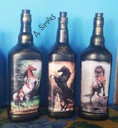 Decoupage cavalos Diy Bottle, Wine Bottle Crafts, Bottle Art, Wine Bottles, Decoupage Ideas, Arts And Crafts, Glass, Decorated Wine Bottles, Painted Bottles