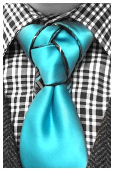 Check this Fusion Knot out, courtesy of linwood darkis. This tie was bought for… Sharp Dressed Man, Well Dressed Men, Eldredge Knot, Tie A Necktie, Necktie Knots, Mens Ties Crafts, Masculine Style, Mens Attire, Tie Styles
