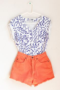 Love complimentary colors! High waisted shorts