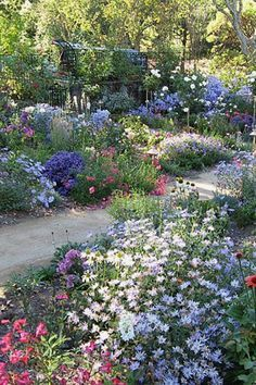 Creative Cottage Projects You Can Build To Add Beauty To Your Landscape Cottage Gardenn Designs Design No 12432 Cottage Garden Design, Flower Garden Design, Backyard Cottage, Amazing Gardens, Beautiful Gardens, Beautiful Flowers Garden, Front Yard Landscaping, Landscaping Ideas, Mulch Landscaping