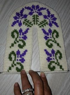 Teachers Pet, Cross Stitch Borders, Knitted Slippers, Moda Emo, Baby Booties, Knitting Yarn, Tatting, Knit Crochet, Diy And Crafts