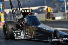 """Tony """"THE SARGE"""" Schumacher in the 2015 Army T/F Dragster. Tony & team go down to Teamate Antron brown in the first round."""