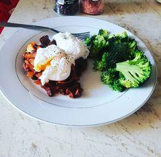 #eggs #broccoli #easytodo  #healthyrecipes #mocanufitness Poached Eggs, Broccoli, Breakfast, Healthy, Food, Morning Coffee, Essen, Poached Egg, Meals