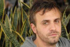 Victor Malagrino es un actor y musico argentino, quien actualmente interpreta a Ernesto en la nueva novela de Telefe, Mi Problema con las Mujeres, protagonizada por Mariano Martinez.    http://robertoramasso.com/victor-malagrino/