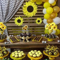 Sunflower Party Themes, Sunflower Birthday Parties, Yellow Birthday Parties, Sunflower Cupcakes, 21st Party, Bee Party, 18th Birthday Party, Christmas Cubicle Decorations, Birthday Decorations