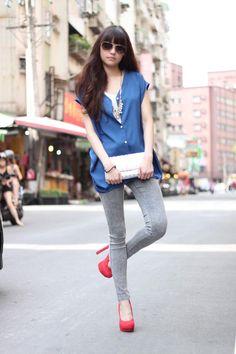 Shop this look on Kaleidoscope (blouse, jeans, pumps, clutch, sunglasses)  http://kalei.do/WDoyynEHHVWZ3P5b