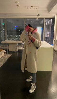 See more of paigelorenze's content on VSCO. Uni Outfits, Mode Outfits, Casual Outfits, Fashion Outfits, Outfit Jeans, Winter Fits, Winter Looks, Fall Winter Outfits, Autumn Winter Fashion