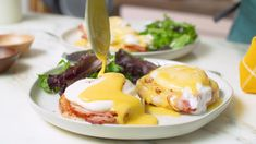 hollandaise sauce Let's talk about something that a lot of hollandaise sauce recipes omit: To make hollandaise sauce, you are absolutely going to have to make clarified butter. Brunch Recipes, Healthy Dinner Recipes, Appetizer Recipes, Breakfast Recipes, Sauce Hollandaise Vegan, Sauce Recipes, Chicken Recipes, Food Network Recipes, Cooking Recipes