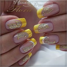 Semi-permanent varnish, false nails, patches: which manicure to choose? - My Nails Yellow Nails Design, Yellow Nail Art, Beautiful Nail Designs, Beautiful Nail Art, Cute Nails, Pretty Nails, Hair And Nails, My Nails, Nagel Gel