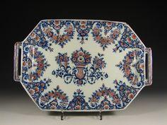 musée faïence rouen | Bannette en faience de Rouen, décor bleu et rouge au centre d'une ...