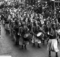 Faire la nouba... Il n'y a pas si longtemps, cette expression empruntée au vocabulaire militaire était encore usitée (nouba : musique traditionnelle des troupes indigènes nord-africaines).