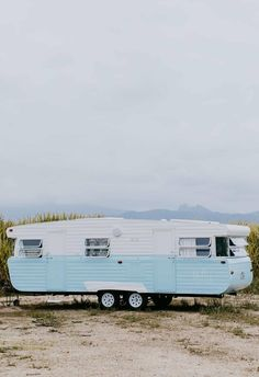 vintage caravans 71705819054096089 - Carlene and Michael Duffy, the dynamic duo behind Cedar + Suede, don't just renovate houses. Meet Dolly, their revamped vintage caravan and new family holiday home. Source by malindaksimmons Vintage Rv, Vintage Caravans, Vintage Travel Trailers, Vintage Campers, Retro Trailers, Vintage Vans, Camper Trailers, Vintage Caravan Interiors, Retro Caravan