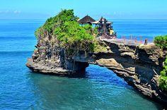 Beach honeymoon ideas. For more inspiration check out www.smartgroom.com #honeymoon #beachhoneymoon #honeymoondestinations