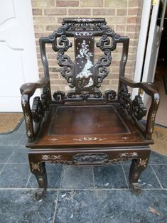 Elegant Asiatique armchair from 1920 in good condition. Discover more beautiful items from Johan Doomen's collection, a professional Belgian antique dealer, on Transferantique. Johan, Armchair, Pearl, Antiques, Furniture, Beautiful, Collection, Things To Sell, Home Decor