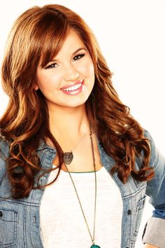 I miss Debby Ryan's old hairstyle!! It was so pretty