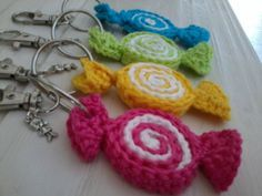 nice keychain or bagchain with candy crochet a by madebymissvlis - Amigurumi Marque-pages Au Crochet, Crochet Mignon, Crochet Food, Love Crochet, Crochet Gifts, Crochet Keychain Pattern, Crochet Bookmarks, Crochet Designs, Crochet Patterns