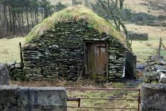Dry stone building near Glencolmkille Co Donegal by frankhound05 / The Green Life <3