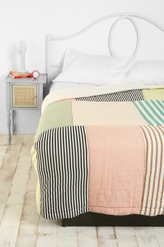 our ikea blanket is just TOO WARM. i'm sticking with quilts for good. Sweet Home, Quilt Modernen, Patchwork Quilting, Quilt Making, Bed Spreads, Quilting Designs, Quilting Ideas, Quilt Patterns, Textiles