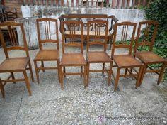 Conjunto de 6 sillas en madera de haya con asiento de nogal estriado, tienen un pequeño labrado en el respaldo, bien armadas, 160 €