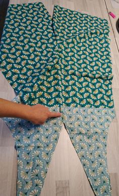 Diy Couture, Couture Tops, Pillowcase Dress Pattern, Pillowcase Dresses, Dress Patterns, Sewing Patterns, Maxi Dress Tutorials, Fleece Hats, Sewing Techniques