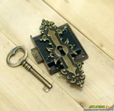Antiker Art-Deco Fronttor Schlüsselloch mit von ArtsofBrass auf Etsy