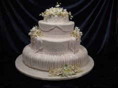 Pleated oval design with sugar flowers