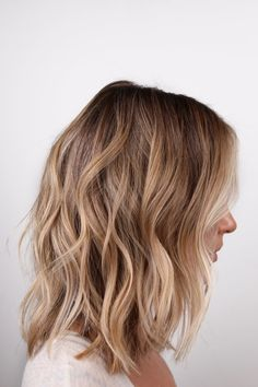 Lived in Blonde Beach Waves. Mid Length Blonde Hair, Beach Blonde Hair, Shoulder Length Blonde, Blonde Waves, Honey Blonde Hair, Beach Wave Hair, Blonde Hair Looks, Short Beach Waves, Brown Beach Hair