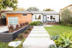 home-tour-a-modern-playful-la-bungalow-1623419-1452813105.jpg 1,084×723 pixels