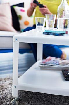 IKEA Österreich, Inspiration, Wohnzimmer, Weißer IKEA PS 2012 Couchtisch  Mit Rädern