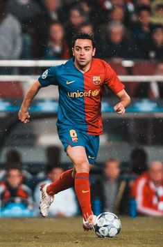 Xavi Hernandez, Barcelona Fc, Barcelona Football, Soccer Pictures, Pep Guardiola, Soccer Stars, World Football, Lionel Messi, Soccer Players